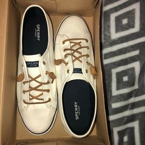 UNISEX SPERRY BOAT SHOES